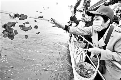 京津冀联合举办骨灰撒海清明公祭