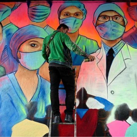 """""""抗疫涂鸦""""把生命的色彩还给""""后疫情生活"""""""