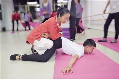 """北京夫妇到云南山里教芭蕾:""""一生一村一件事"""""""
