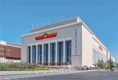 千余名党员干部代表观光中国共产党汗青展览