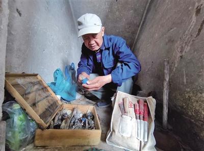 83岁不退休的维修工人:免费为邻里服务23年
