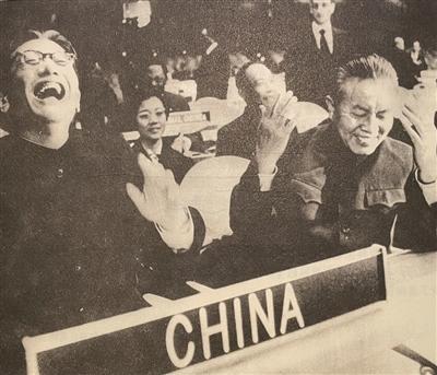 红色外交家乔冠华:仰头大笑为外交成就定格