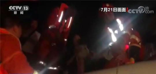 河南:全省消防出动11万人次抗洪救灾 营救被困人员41055人
