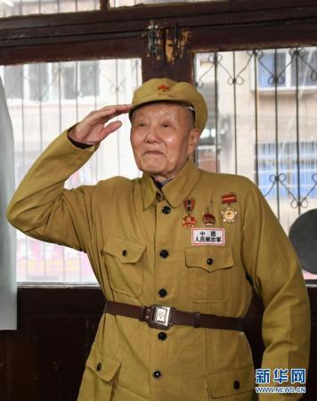 张富清:老兵风骨 英雄本色