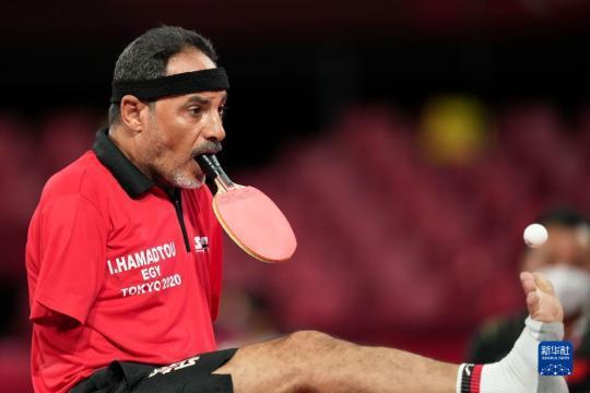用嘴打乒乓球的哈马托:没有双臂,但没有什么不可能