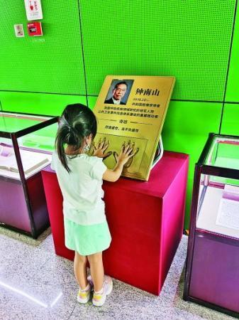 广东人黄少怀赴日学习摄影,回国后留在重庆,创立了留真照相馆