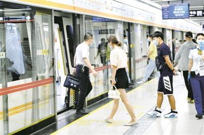 """郑州:地铁跑起来,出行再""""提速"""""""