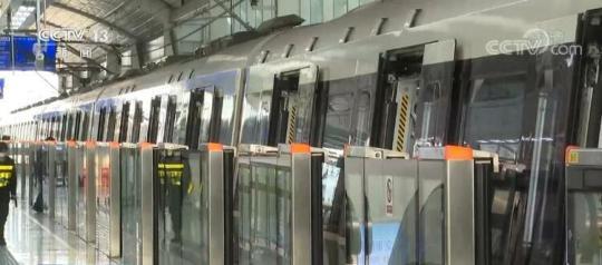 时隔2个月 郑州地铁首批3条线路恢复载客运营 乘客须全程佩戴口罩