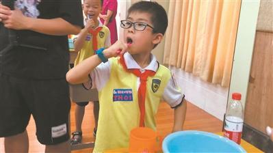 牙刷用得久原来这么脏 口腔专家支招儿童护牙