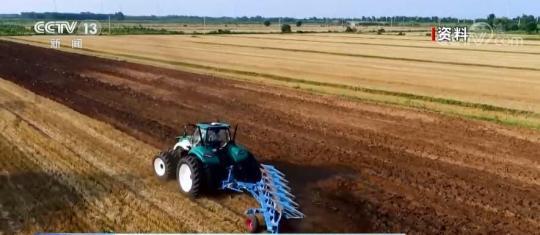 打破技术垄断!国产重型大马力拖拉机亮相成就展
