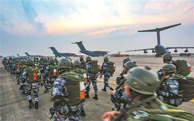 运20等多机型投送 空降兵某旅开展空降夺控要点演练