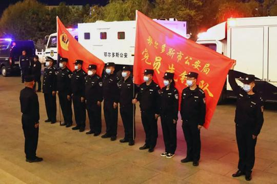 内蒙古多地公安干警驰援额济纳旗
