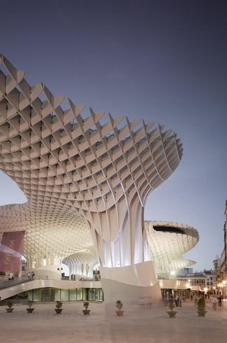 """世界规模最大的木结构建筑犹如""""巨伞""""(图)"""