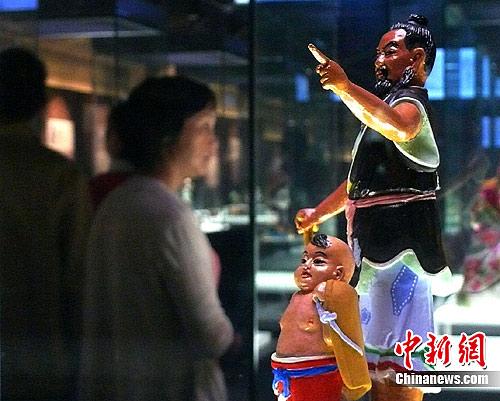 中国泥人博物馆无锡开馆草根文化引游人(图)