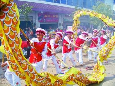 """白族春节民俗:""""办年""""""""团年""""与""""拜年"""""""