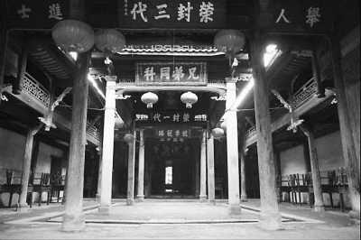 中国 古村/贾氏宗祠内景...
