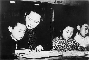 """宋慶齡的救濟福利觀:不能再有一點""""施捨""""涵義"""