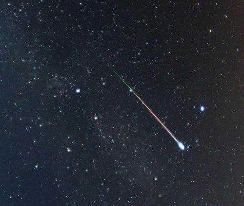 英国天文学家抓拍流星雨 流星每小时多达60枚(组图)