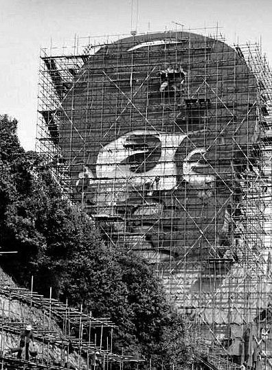 长沙街头现30米高巨型雷锋头像雕像(图)-中新网