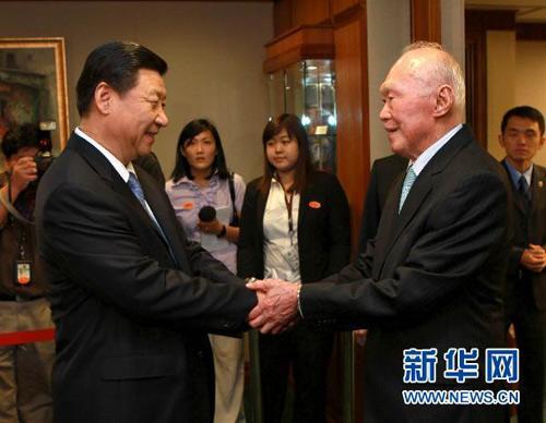 历任中国党和国家领导人与李光耀珍贵合影图片
