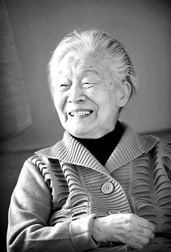 杨绛低调迎104岁生日仍思路清晰精神矍铄