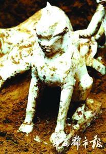"""宁夏古墓葬发现""""狮身人面像""""、武士俑"""