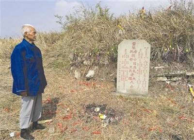 """自贡祖孙三代为""""盐场鲁班""""守墓117年(图)"""