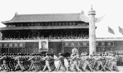 1949年开国大典阅兵:战机带弹受阅前无古人