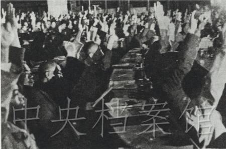 11.代表们通过中华人民共和国国旗,国徽,国都,国歌,纪年等议案