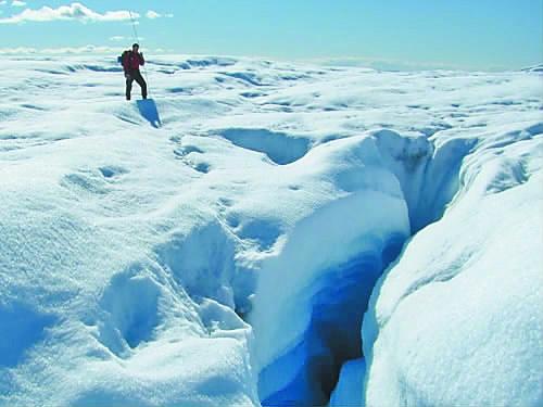 北极冰雪因全球气候变暖融化加快