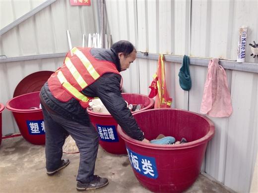 变废为宝垃圾桶制作过程
