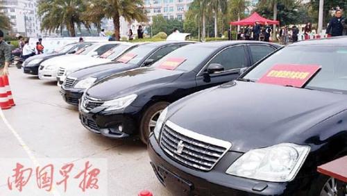 嫌疑人,缴获作案用奔驰、凌志等中高档汽车6辆.据团伙成员供高清图片