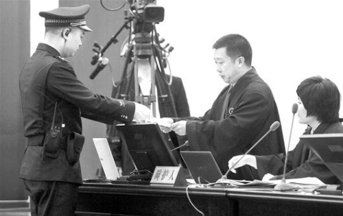 四川富豪涉黑团伙庭审纪实:刘汉称一生中没摸