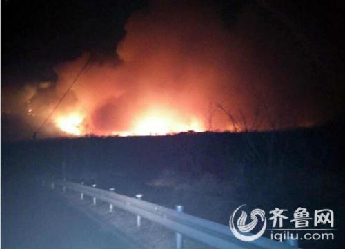 山东蓬莱艾山方向突发大火森林消防正在扑救