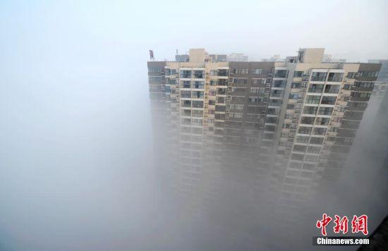 长沙遭大雾锁城 烟雾飘渺犹如天宫