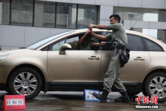 香港警察教学团在赣培训教官 处置驾车持枪匪徒如港片