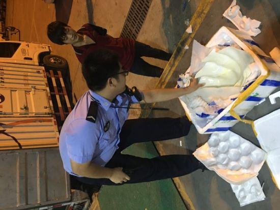 """三亚机场查获濒危海洋物种—""""贝王""""砗磲"""