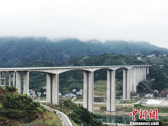 """贵州:交通助力""""省界边缘""""崛起"""