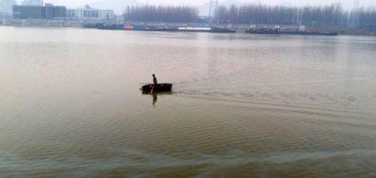 安徽巢湖自来水取水区出现漂浮物