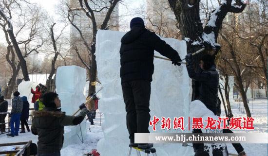 东北石油大学在黑龙江省大学生冰雕艺术创作大赛中获金奖
