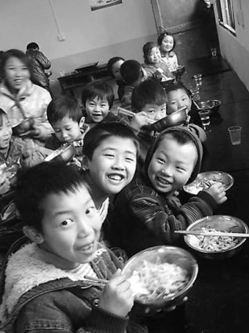 两千多万学生受益免费午餐仍有地方政府工作不力