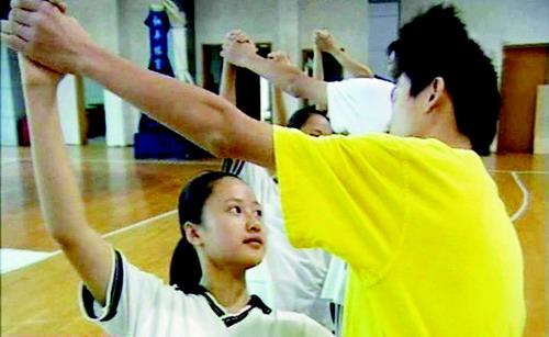 校园集体舞老师先学跳