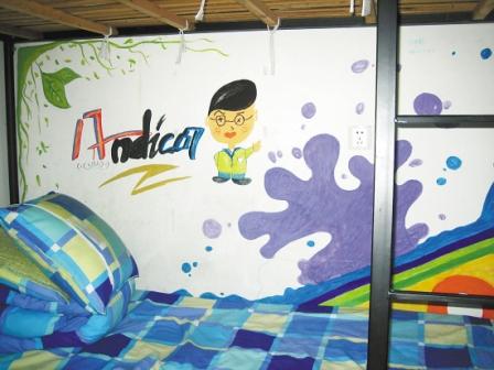 生的手绘墙,它可不是在幼儿园里,也不是在小女孩家里,而是在浙江大学