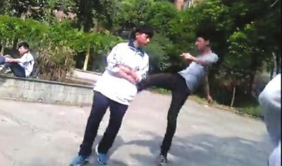 初(chu)中(zhong)生以�L得丑�橛�(you)打同�W 打人(ren)者校(xiao)外被恐��