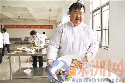 """38�q大�W生""""回�t(lu)""""�x技校(xiao) 只����F(xian)餐���"""