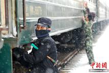 铁路部门做好车辆防断检修