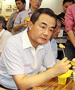 王毅逛台湾特色庙会