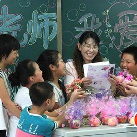 """<p><strong>最美乡村教师薛跃娥:教书25年的""""傻姑娘""""</strong></p>"""