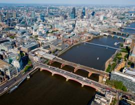 <strong>伦敦都市圈:</strong>敦都市圈,形成于1970年代。它以伦敦-利物浦为轴线,包括大伦敦地区、伯明翰、谢菲尔德、利物浦、曼彻斯特等大城市和众多中小城镇。总面积约4.5万平方公里,人口3650万。