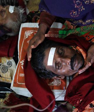 印度假酒惨案致死170人震惊世界